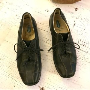 Wolky Black leather lace up shoe 40/10